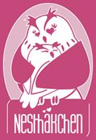 Trageberatung Nesthäkchen - Deine Trageberatung und Stillbegleitung für Dortmund, Herne, Castrop-Rauxel, Schwerte, Herdecke und Umgebung. Du möchtest lernen Dein Kind richtig zu tragen und dabei alles über ergonomische Tragehilfen erfahren? Als ausgebildete Trageberaterinnen und Tragemamas vermitteln wir Dir verschiedene Binde- und Wickeltechniken, die perfekt auf das Alter Deines Kindes und Deine Bedürfnisse abgestimmt sind. Eine umfassende, individuelle Beratung  bietet Dir das nötige Hintergrundwissen und ist somit der optimale Start in eine glückliche sowie intensive Tragezeit. Die Trageberatung Nesthäkchen verfügt auch über das größte Sortiment an Tragetüchern, Tragehilfen, Komforttragen und Tragesystemen in der Dortmunder Region, die Du auch gleich ausgiebig erproben und selbstverständlich auch leihen oder kaufen kannst.